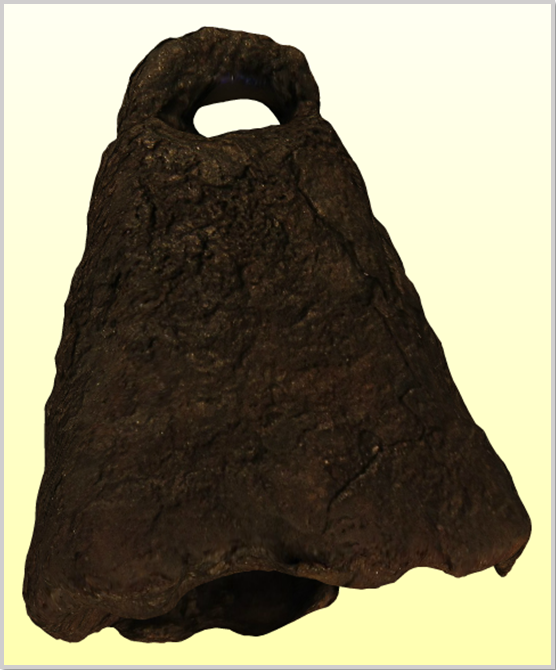 """""""A régészeti leletet a korrózió olyan mértékben tönkretette, hogy akár a kolomp nyelvét rögzítő alkotóelem nyom nélkül eltűnhetett. Nem kizárt a lehetősége annak sem, hogy a kolomp/harang formájú tárgyat külső ütőeszközzel szólaltatták meg."""" (kobzosBBL)"""